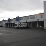 EKE-yhtiöiden logistiikkatalo Vantaan Pakkalassa 18000 m2. Jukka Petersohn vastaavana työnjohtajana.